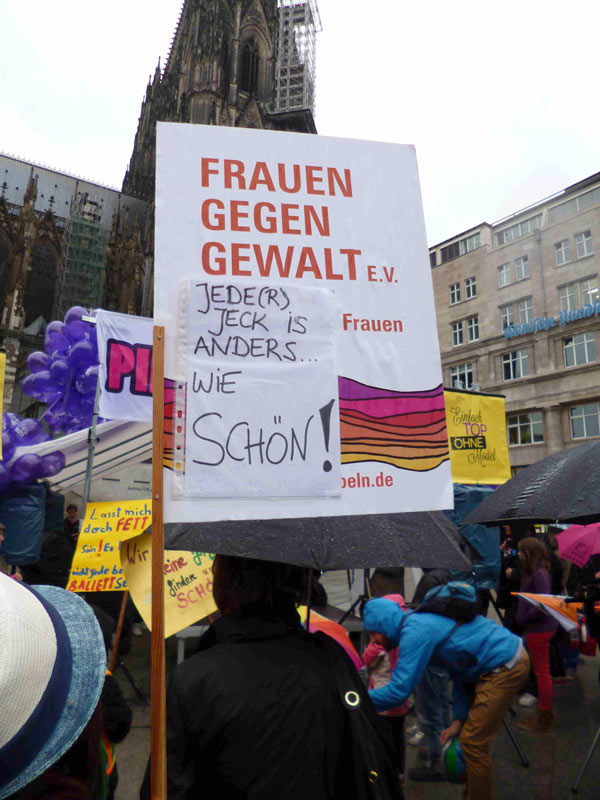 """08.05.2014: Protestaktion """"Einfach top – ohne Model"""""""