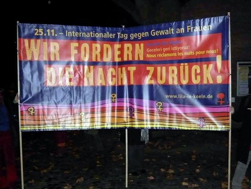"""25.11.2011: Protestmarsch """"Wir fordern die Nacht zurück!"""""""